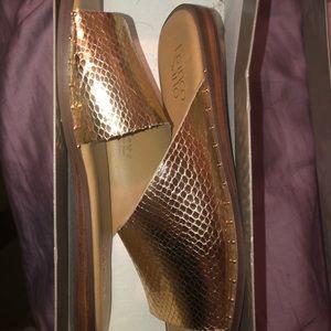 Flat gold slides
